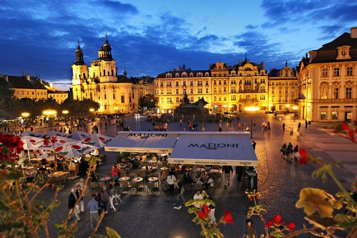 Czech-Republic-Prague-Old-Town-Square-Night-L