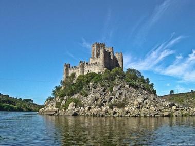 Portugal-Castelo-de-Almourol