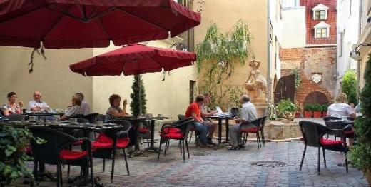 hotel-garden-palace, courtyard