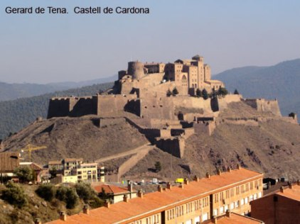 castell-cardona-village-below